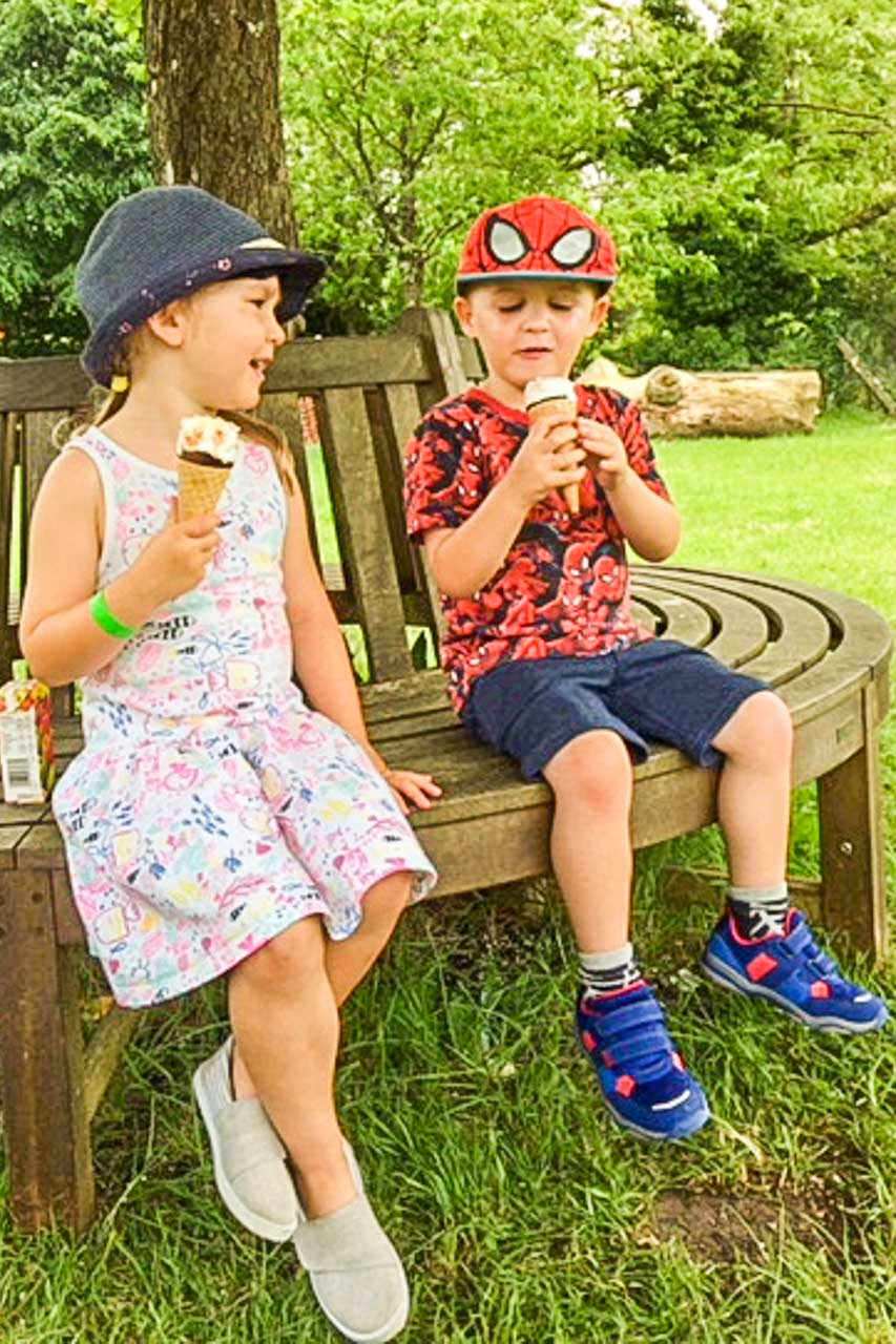 A chat over an ice-cream