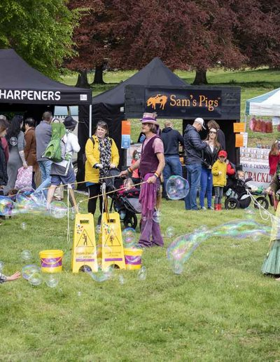 Dorset Knob Throwing 2019: More bubble fun for the children