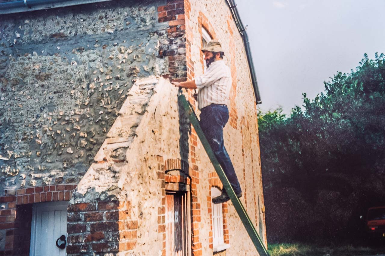 Eric renovating Daisy cottage at Sandhills in 2000