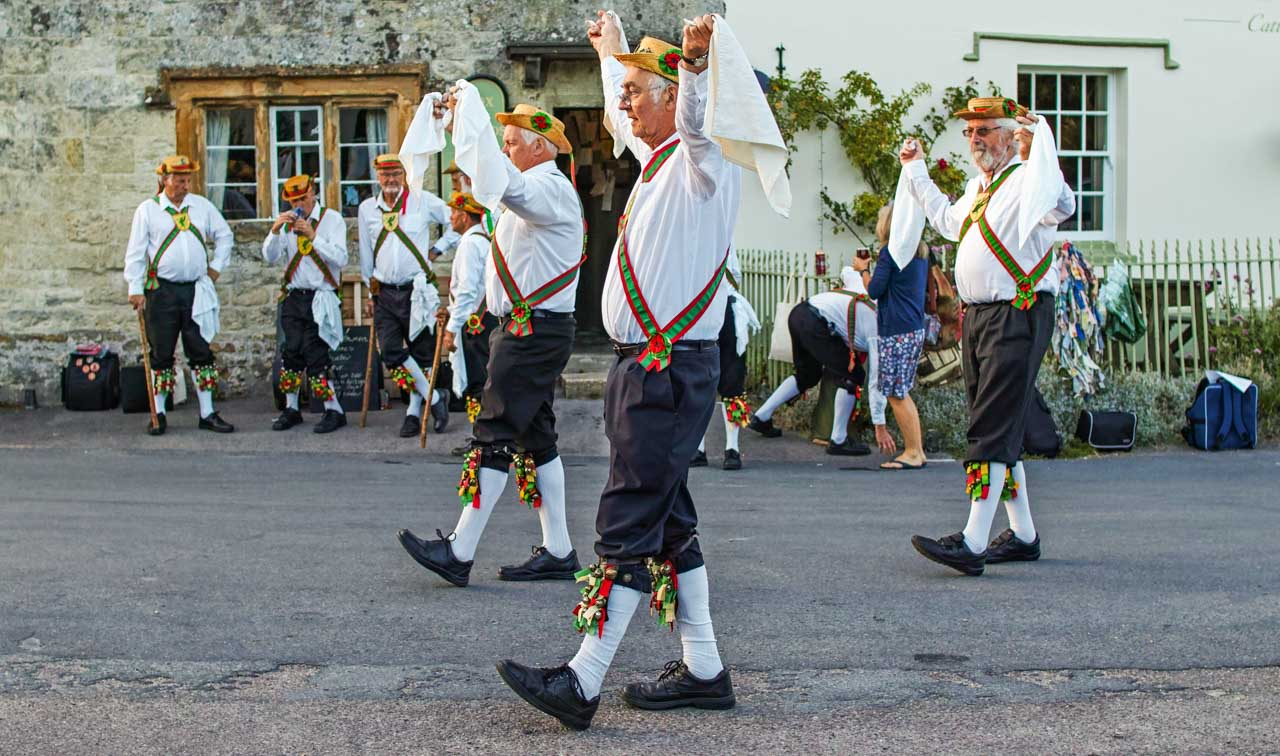 Wessex Morris Men outside the Fox & Hounds