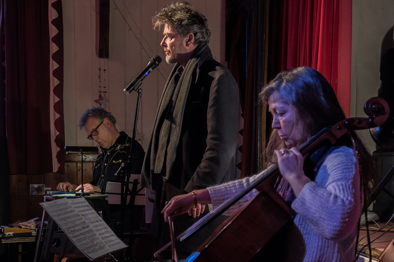 Tim reading, accompanied by BJ Cole and Emily Burridge with their arrangement of Gnossienne No3 by Eric Satie