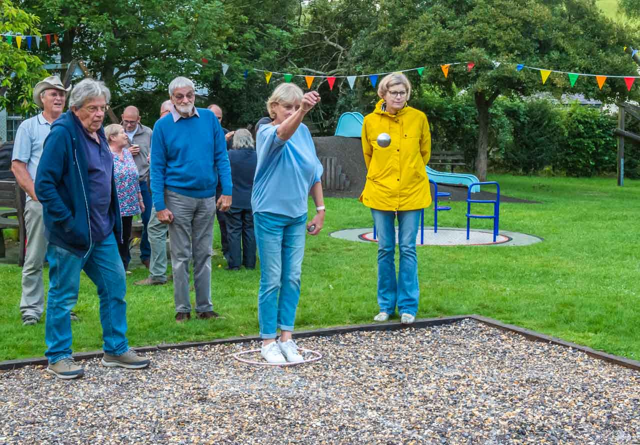 And Monique's sister Ellen's throw shows that Boules is regularly played in Holland